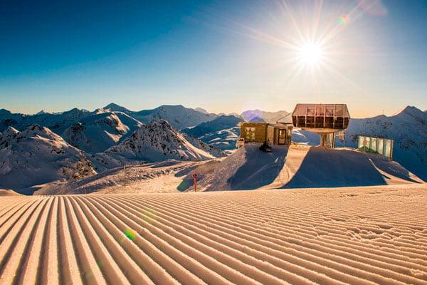 Det-er-muligt-at-stå-på-ski-efter-solen-er-gået-ned-1