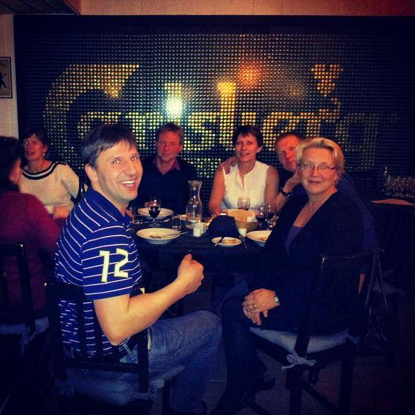 Jens hygger sig i godt selskab på Nortlanders Ski/In - Ski/Out hotel i Val Thorens