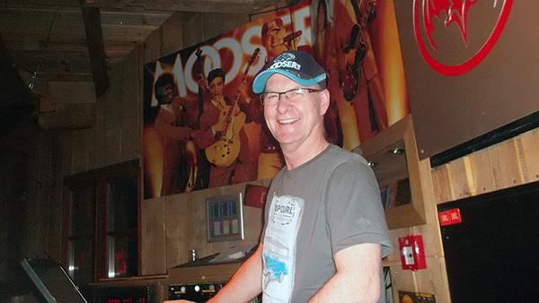 DJ Gerhard er ikke helt ung længere, men han holder stadig Alpernes største fest