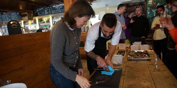 Kokkene laver mad med gæsterne på hotel Mont Prorel