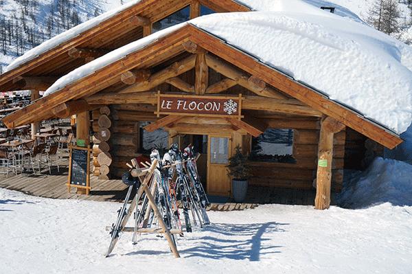 Le Flocon skiene star klar ude foran sa du hurtigt kan komme videre