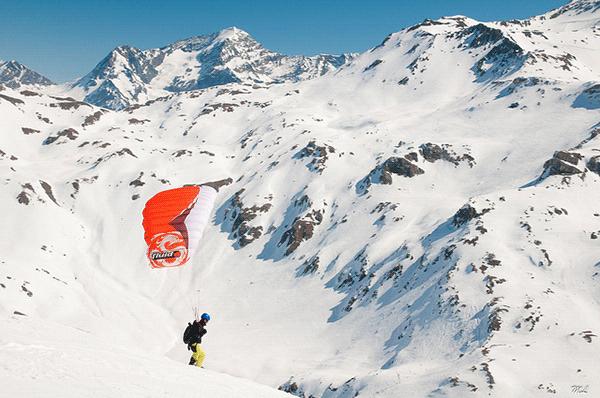 Paragliding over 21 hårnålesving - er du frisk?