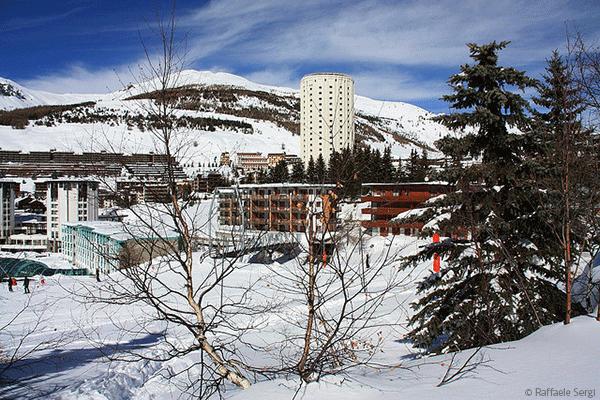 . Byen har stolte traditioner for skiløb og var således også en af de tre værtsbyer ved de Olympiske Vinterlege i 2006.