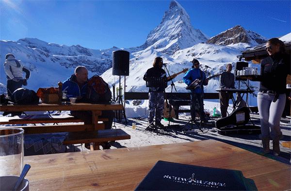 Levende-musik-ved-foden-af-Matterhorn